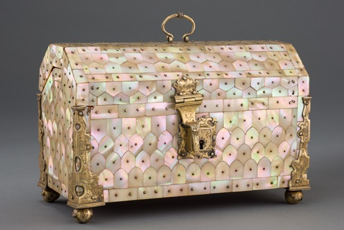 Mother-of-pearl casket